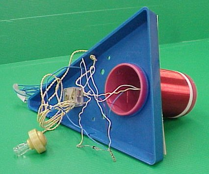 קיט המכיל את החלקים לבניית מקלט רדיו גביש 1