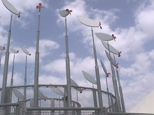 פסלים קינטיים הנעים באמצעות אנרגיית הרוח