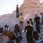 תלמידים בעבודה במחשופי תצורת הלשון