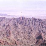 המגע בין הורסט הר תמנע לגראבן הערבה